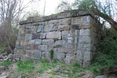Remaining west abutment at Porters, April 2009